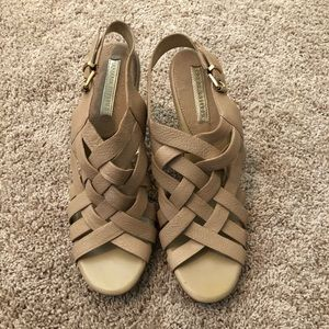 BANANA REPUBLIC TAUPE STRAPY HEELS, GUC